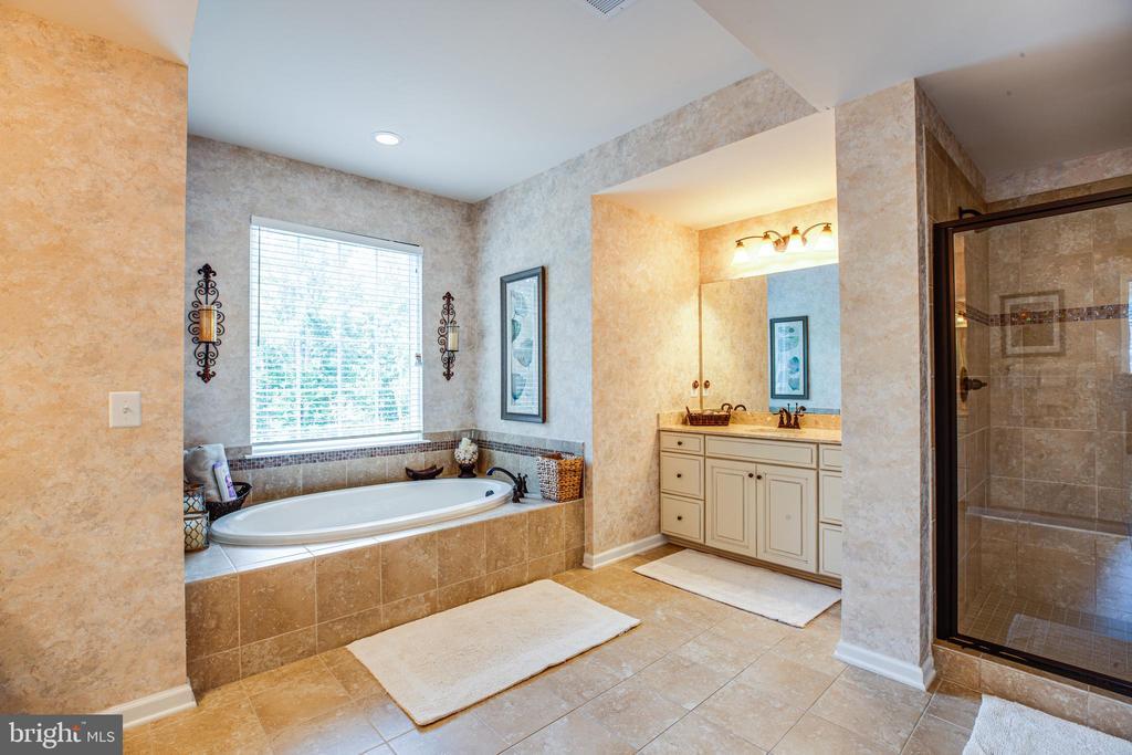 Two separate sinks/vanities in the master bath - 20 GENEVIEVE CT, FREDERICKSBURG