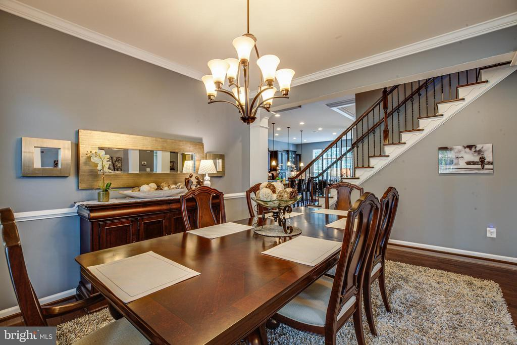 Amble sized dining room for entertaining - 20 GENEVIEVE CT, FREDERICKSBURG