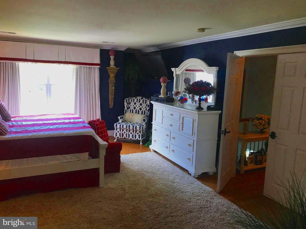 Master drapes opened~Xtra room for reading corner! - 504 CREEK CROSSING LN, GLEN BURNIE