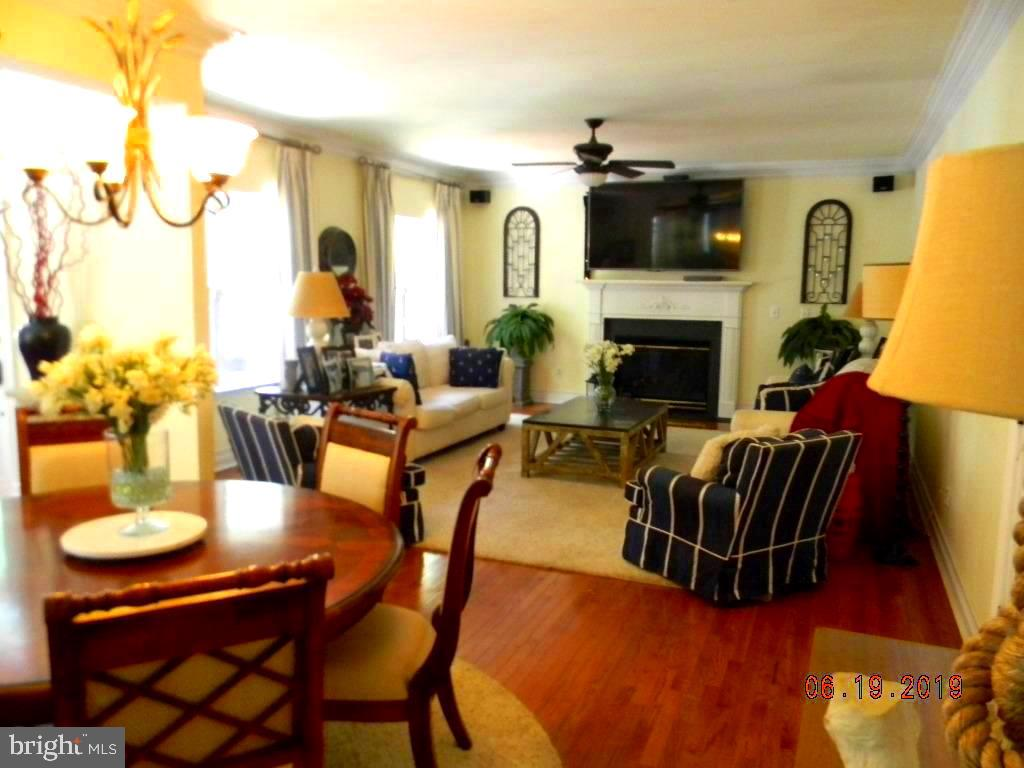 Kitchen dining into family room view - 504 CREEK CROSSING LN, GLEN BURNIE