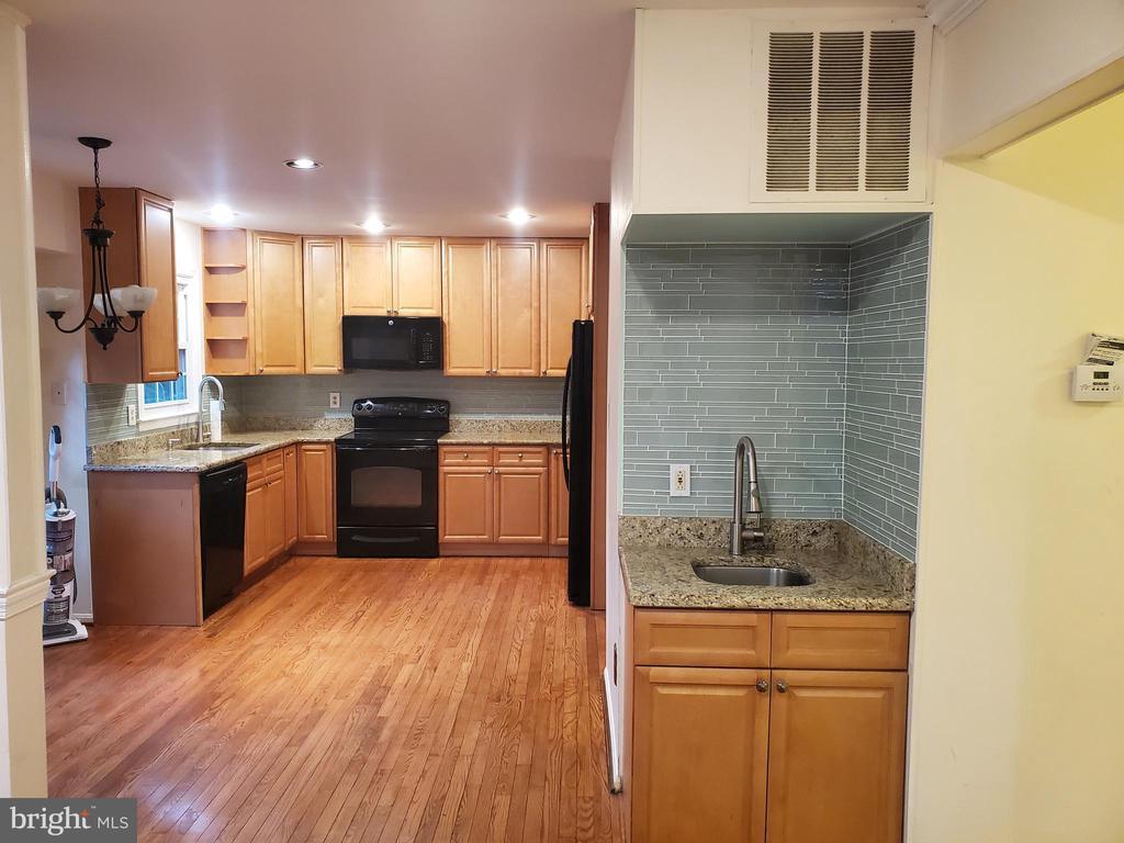Kitchen - 6018 WHEATON DR, BURKE