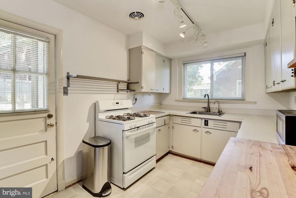 spacious kitchen with tons of storage - 6315 22ND ST N, ARLINGTON