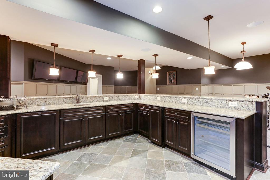 Wet Bar - 9106 DARA LN, GREAT FALLS