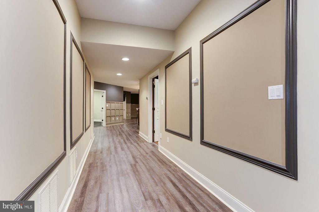 Lower Level Hallway - 9106 DARA LN, GREAT FALLS