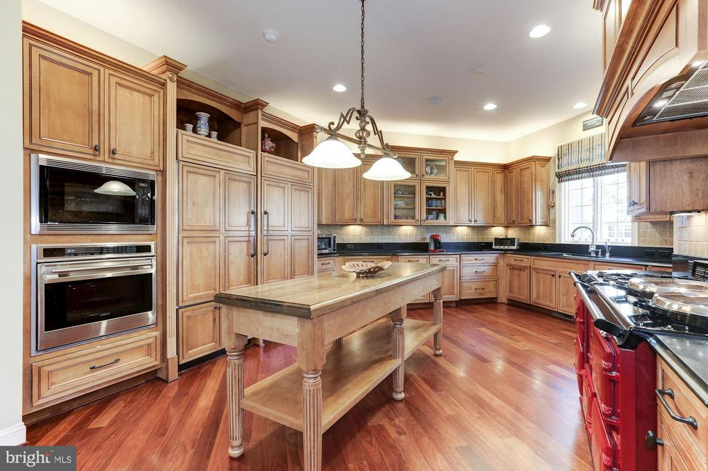 Gourmet Kitchen - Professional Appliances - 9106 DARA LN, GREAT FALLS