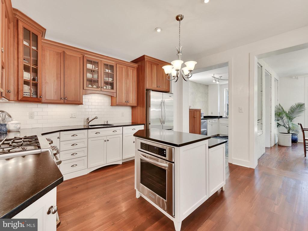 A kitchen to make anyone envious! - 121 W 2ND ST, FREDERICK