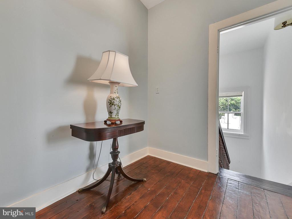 Simple, clean and freshly painted! - 121 W 2ND ST, FREDERICK