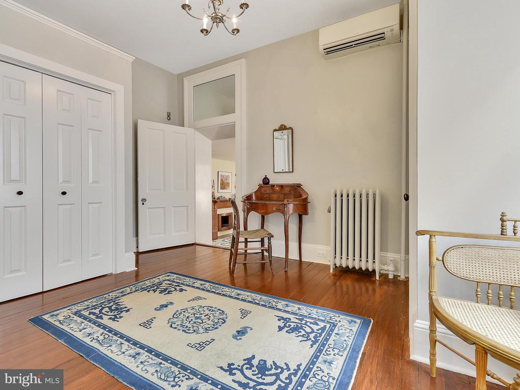 Dressing area off of master! - 121 W 2ND ST, FREDERICK