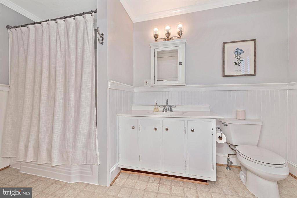 Upper Level Full Bathroom - 40 MAPLE AVE, WALKERSVILLE