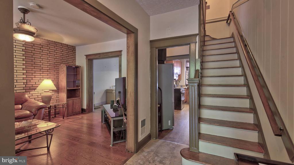 Foyer Entry - 146 BRYANT ST NW, WASHINGTON