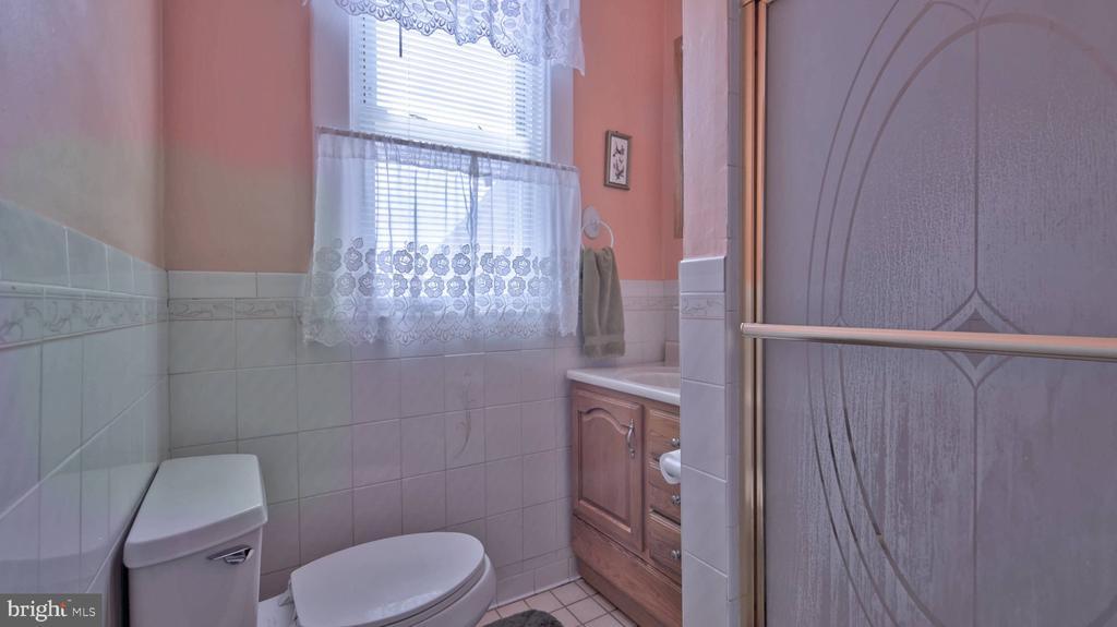 Main Bath - 146 BRYANT ST NW, WASHINGTON