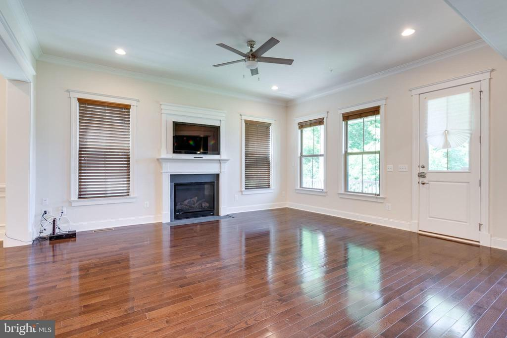 Great Room w/Fireplace, recessed lightg, hardwood - 2192 POTOMAC RIVER BLVD, DUMFRIES