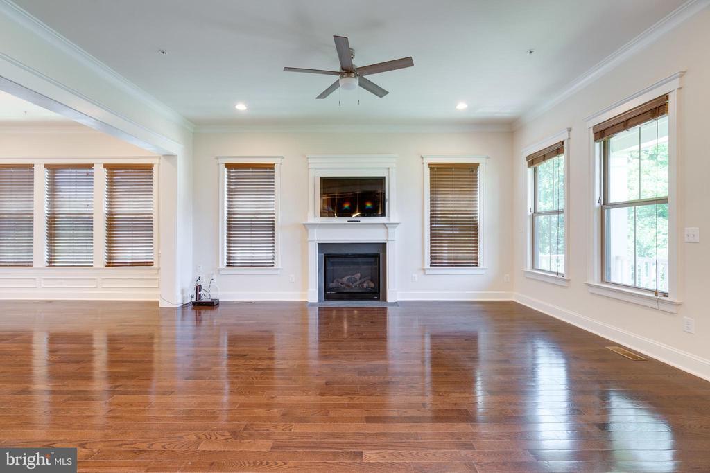 Great Room, hardwood flooring, access to Balcony - 2192 POTOMAC RIVER BLVD, DUMFRIES
