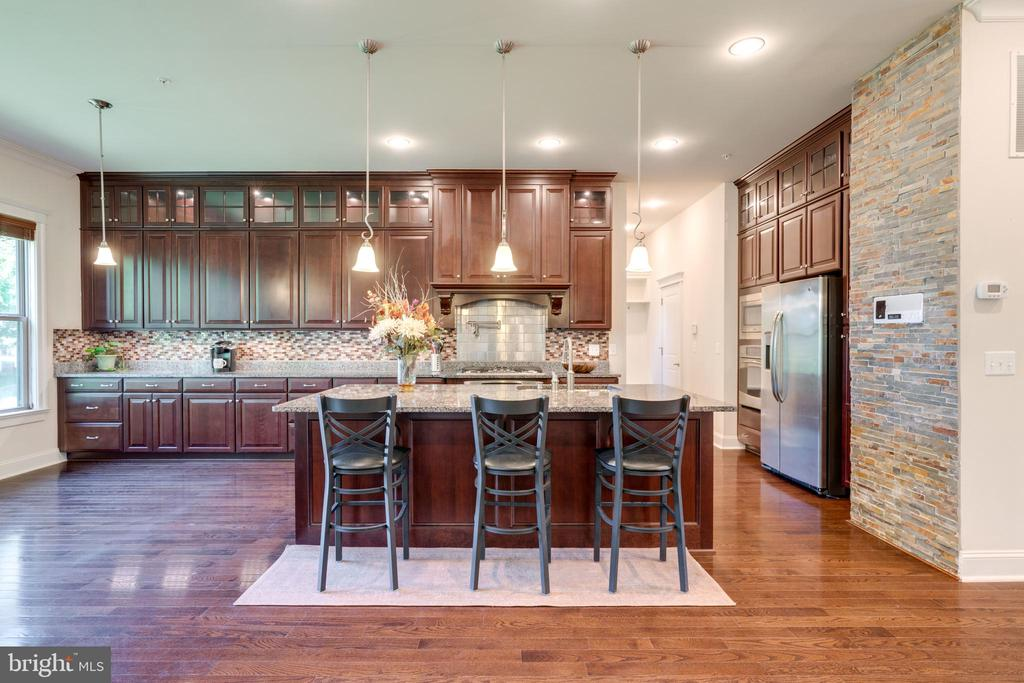 Kitchen, recessed lighting, huge island - 2192 POTOMAC RIVER BLVD, DUMFRIES