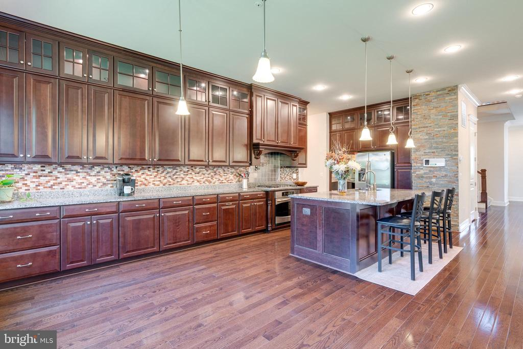 Kitchen with lots of counterspace - 2192 POTOMAC RIVER BLVD, DUMFRIES