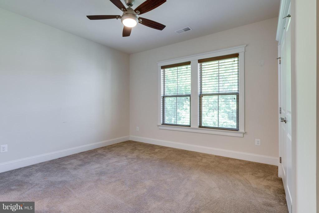 Bedroom w/ceiling fan, carpeting - 2192 POTOMAC RIVER BLVD, DUMFRIES