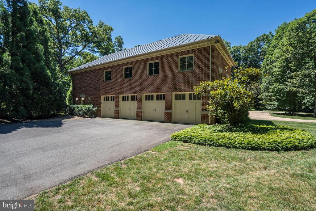 4-Car Garage - 929 LEIGH MILL RD, GREAT FALLS