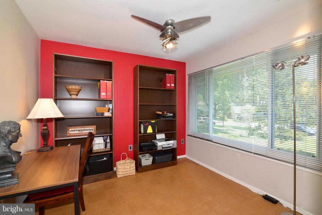 Bedroom 4, perfect to use as a study! - 102 FARMINGTON CT, STERLING