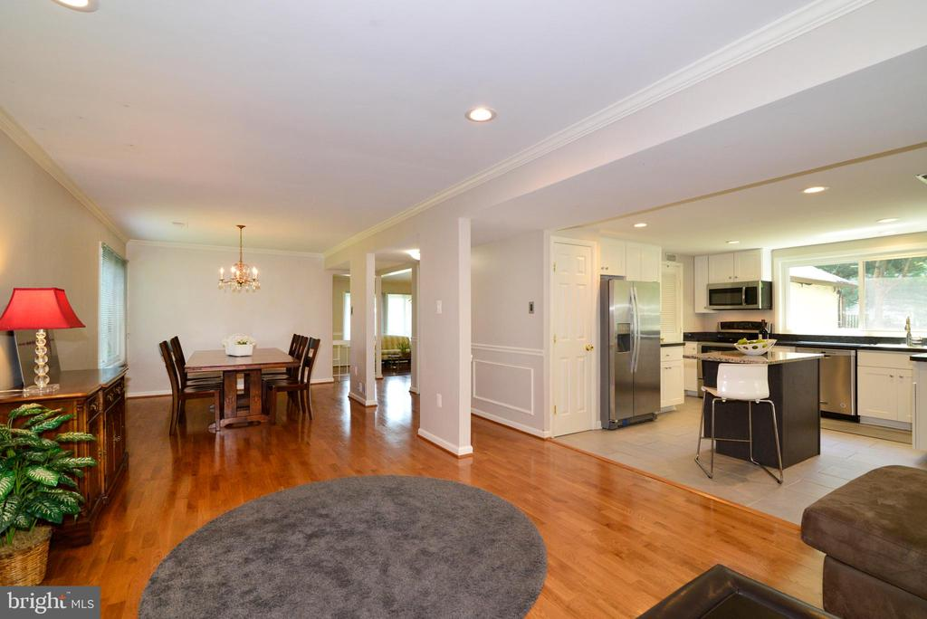 Open floorplan, great flow! - 102 FARMINGTON CT, STERLING