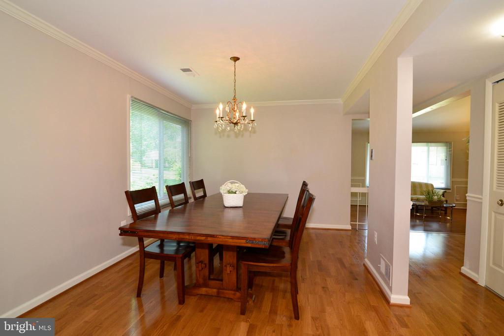 Fits a substantial dining room table! - 102 FARMINGTON CT, STERLING