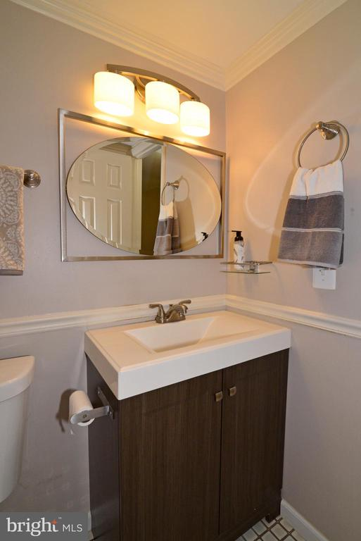 Lovely, updated powder room - 102 FARMINGTON CT, STERLING