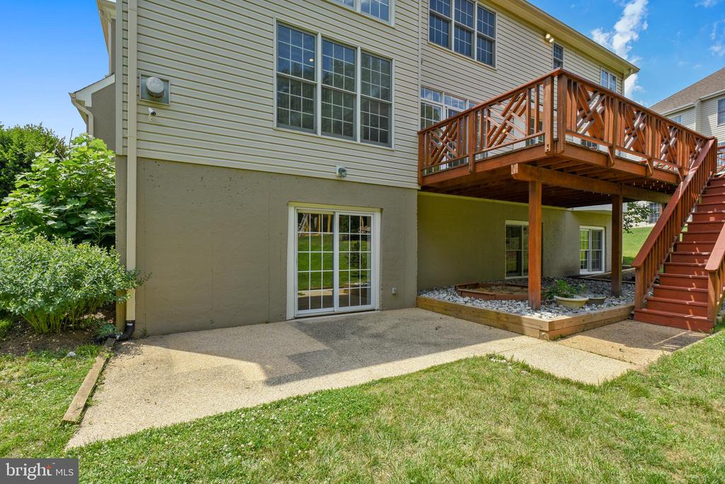 Deck off breakfast area  and patio off rec room - 8500 IDYLWOOD VALLEY PL, VIENNA