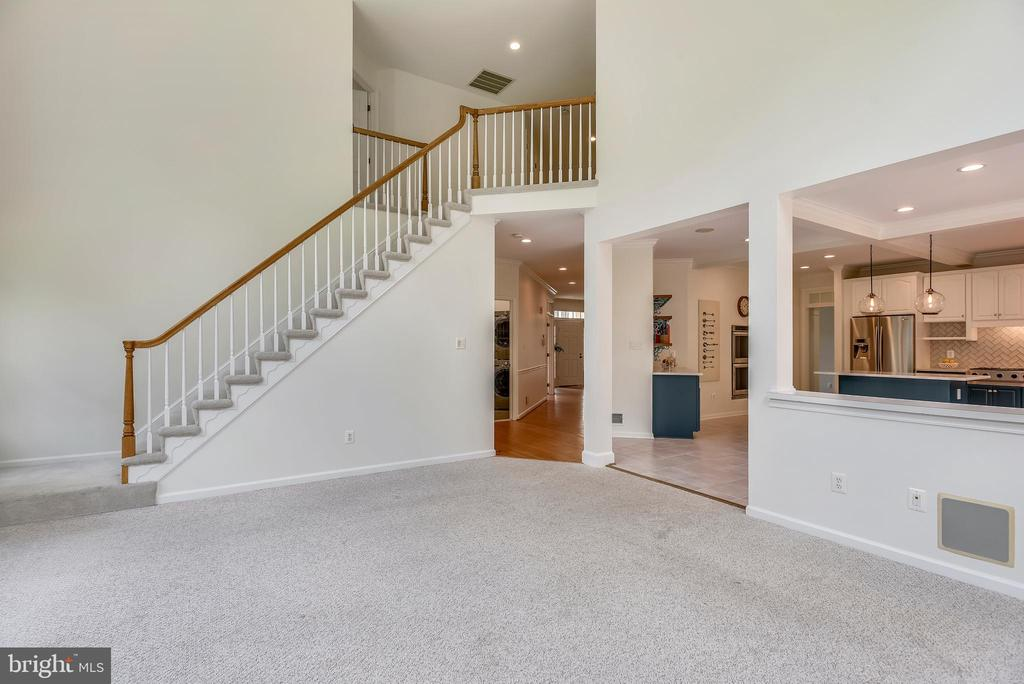 Open living at its best - 8500 IDYLWOOD VALLEY PL, VIENNA