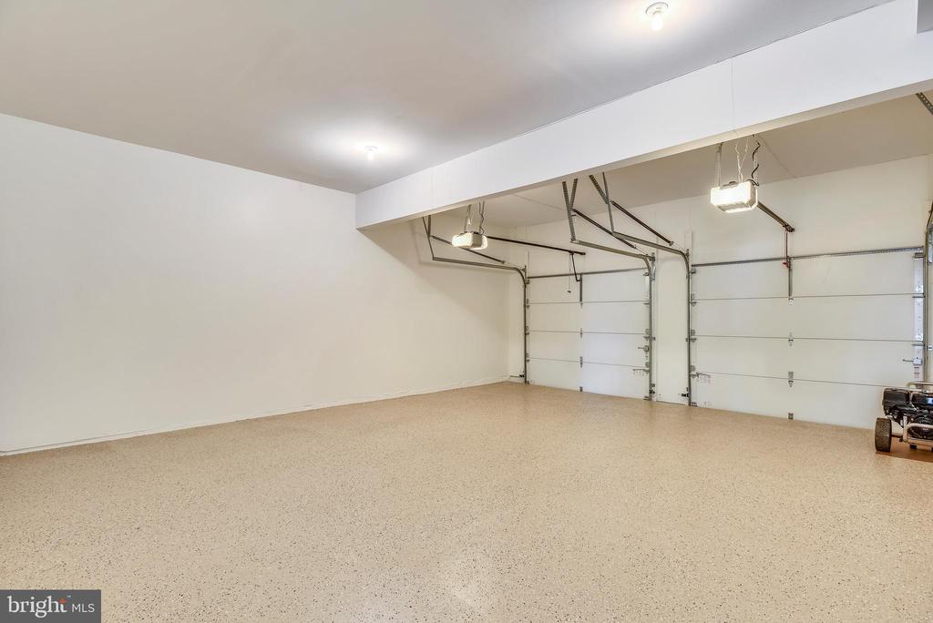 Huge Garage - 8500 IDYLWOOD VALLEY PL, VIENNA