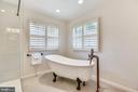 Relax in this  soaking  tub after a long day - 8500 IDYLWOOD VALLEY PL, VIENNA