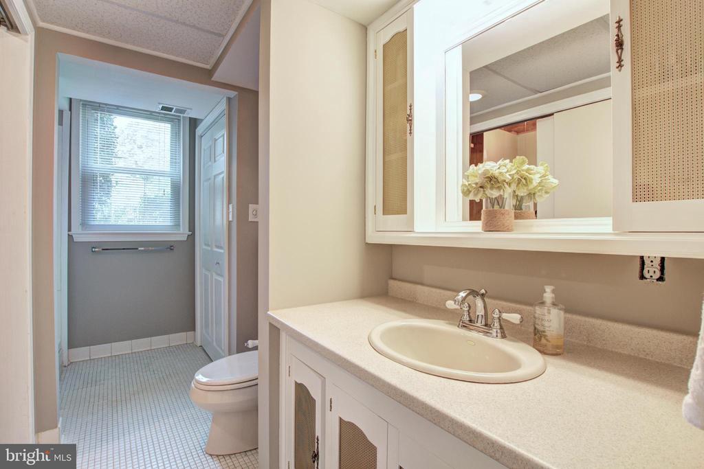 Bathroom - 8700 VENTURA LN, ANNANDALE