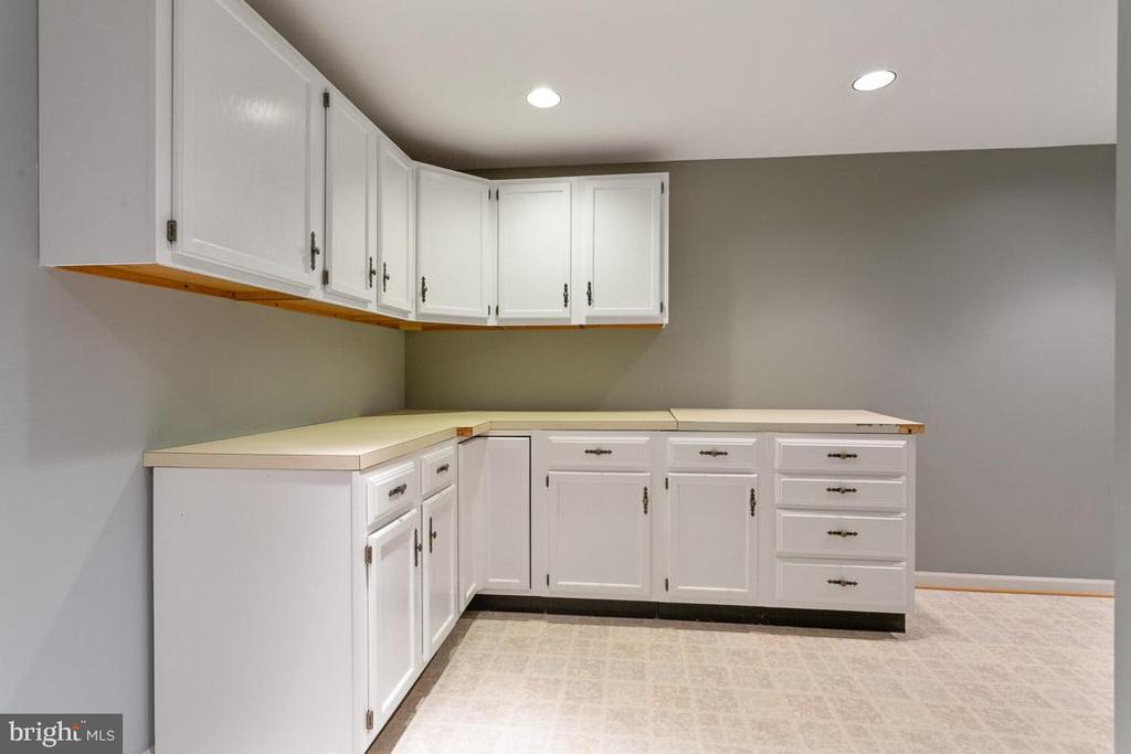 Lower level kitchen option - 6806 HATHAWAY ST, SPRINGFIELD