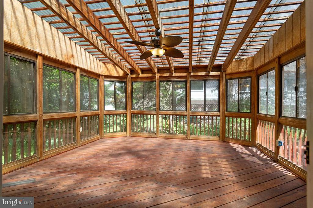 Screened in porch with new fan light - 6806 HATHAWAY ST, SPRINGFIELD