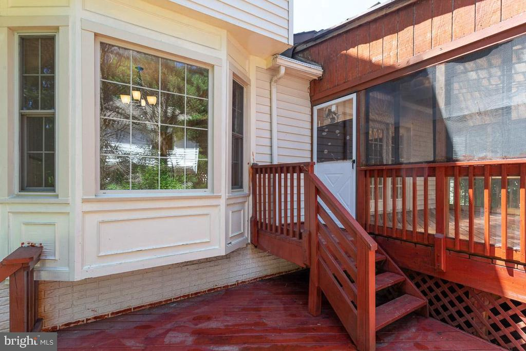 Stairs to multi level deck - 6806 HATHAWAY ST, SPRINGFIELD