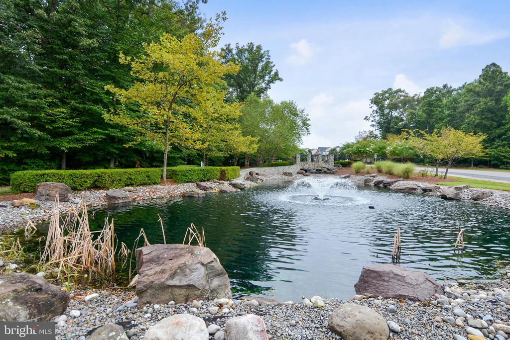 Amenity-River Falls Water Feature - 4785 GRAND MASTERS WAY, WOODBRIDGE