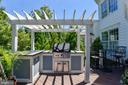 Deck with built in barbecue/ice chest/gas line - 4785 GRAND MASTERS WAY, WOODBRIDGE