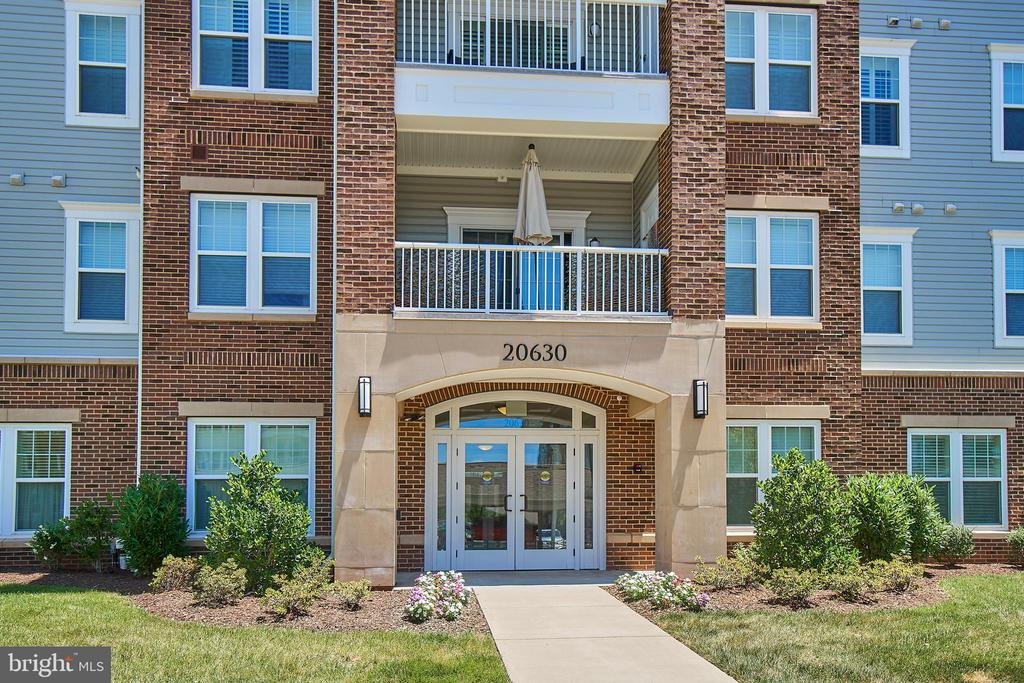Secure entrance. - 20630 HOPE SPRING TER #103, ASHBURN