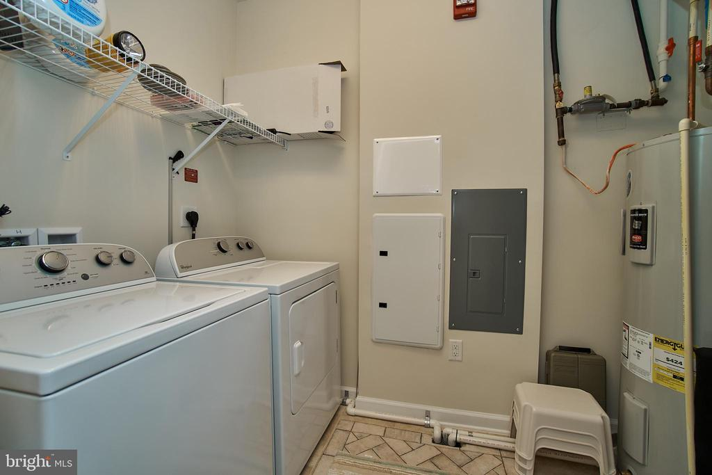 Large laundry room with enough space for storage - 20630 HOPE SPRING TER #103, ASHBURN