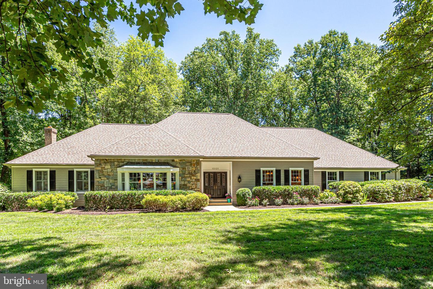 Single Family for Sale at 10121 Walker Lake Dr Great Falls, Virginia 22066 United States