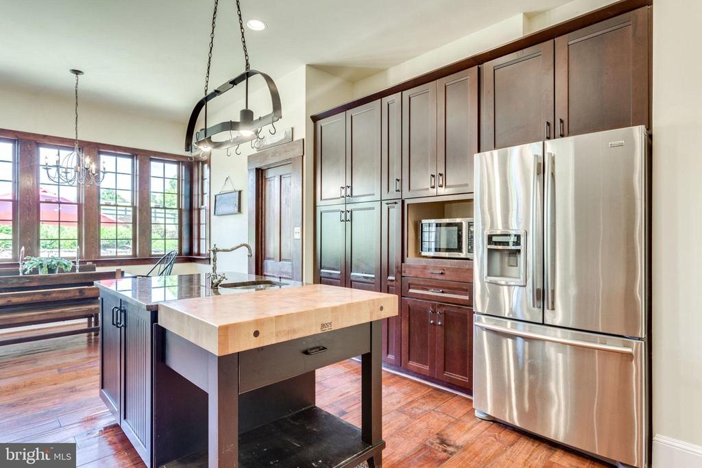 Gourmet kitchen is every chef's delight - 15718 OLD WATERFORD RD, PAEONIAN SPRINGS