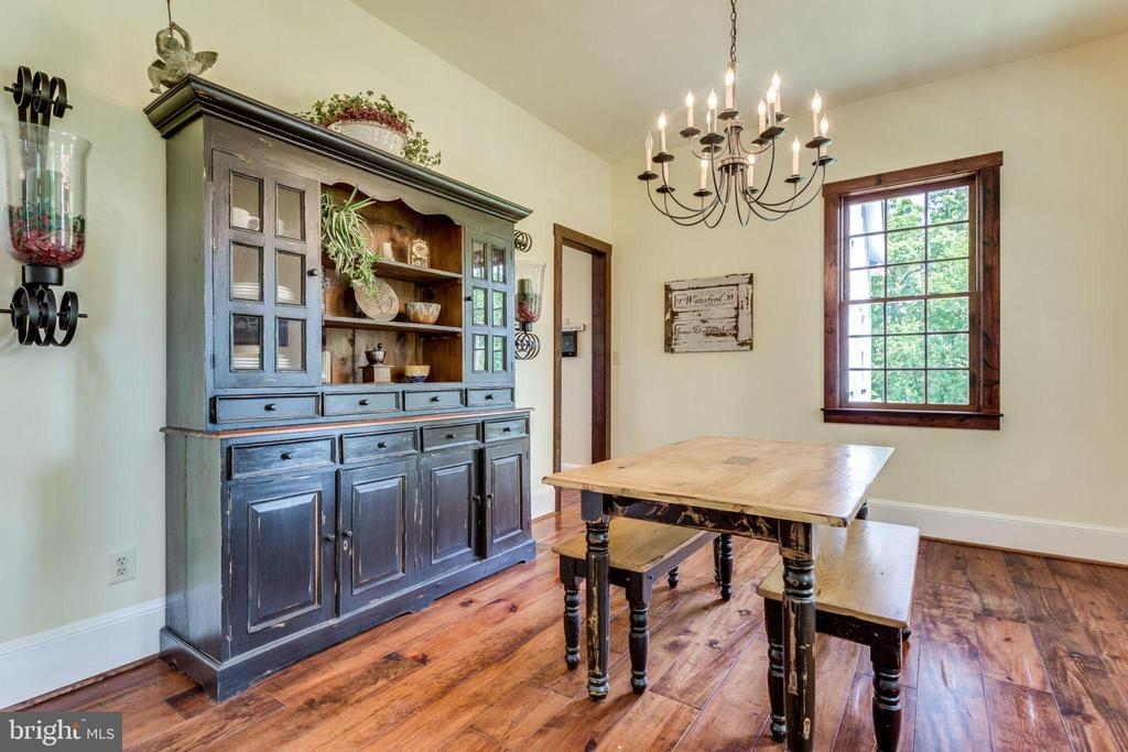 Formal dining for entertaining and fun - 15718 OLD WATERFORD RD, PAEONIAN SPRINGS