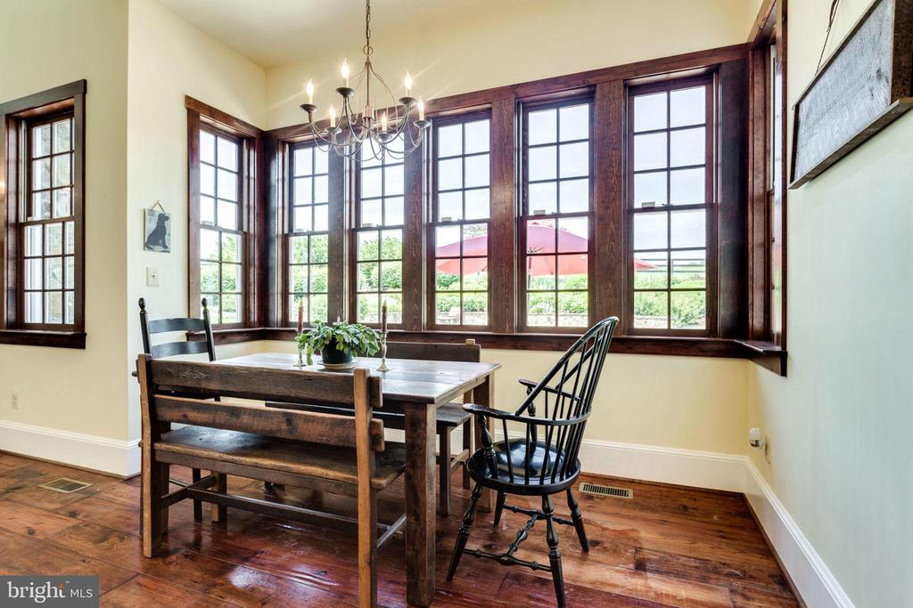 Bright breakfast area perfect to start the day - 15718 OLD WATERFORD RD, PAEONIAN SPRINGS