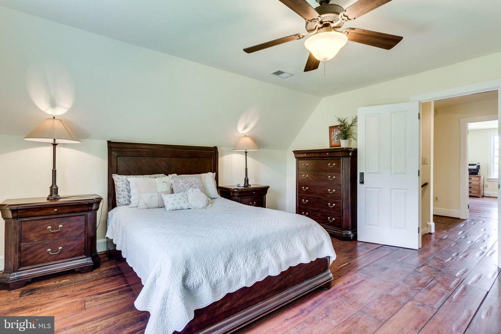 Bright upper level bedroom  2 - 15718 OLD WATERFORD RD, PAEONIAN SPRINGS