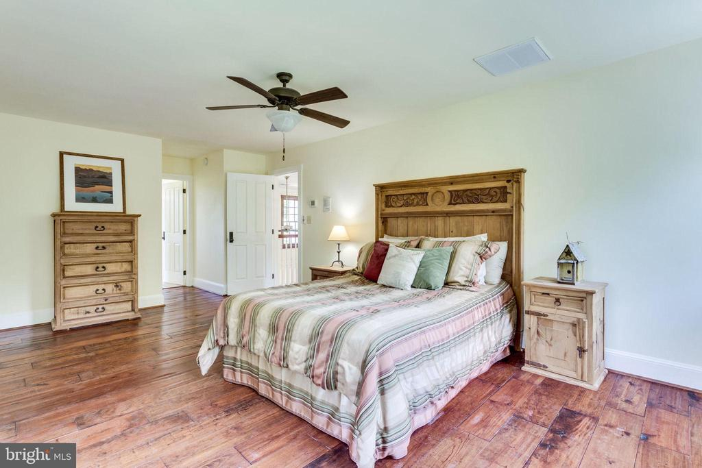 Cheerful bedroom 3 on upper level - 15718 OLD WATERFORD RD, PAEONIAN SPRINGS