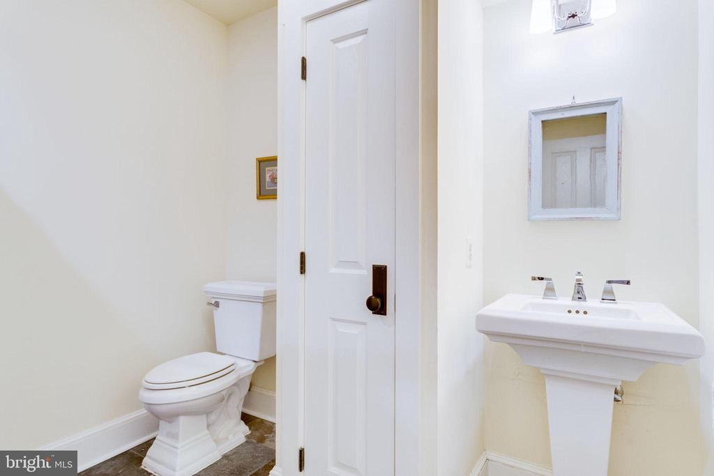 Full bathroom 5 on lower level - 15718 OLD WATERFORD RD, PAEONIAN SPRINGS