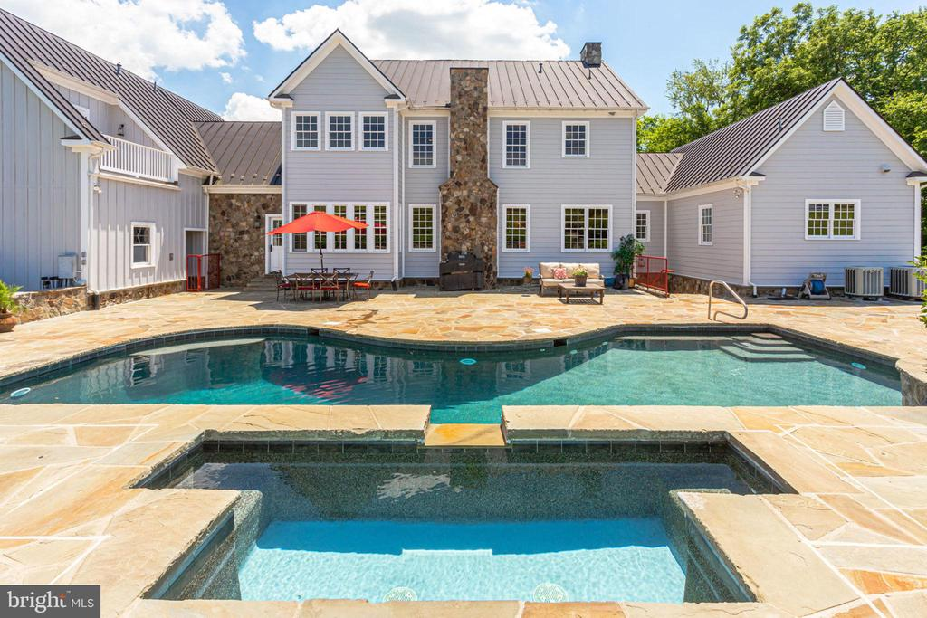 Exquisite outside pool, hot tub and waterfall - 15718 OLD WATERFORD RD, PAEONIAN SPRINGS
