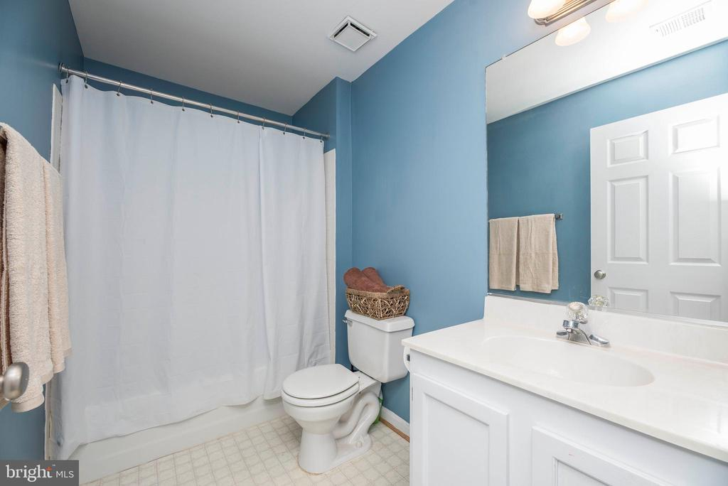 Full Bath Downstairs - 5 WEXWOOD CT, STAFFORD