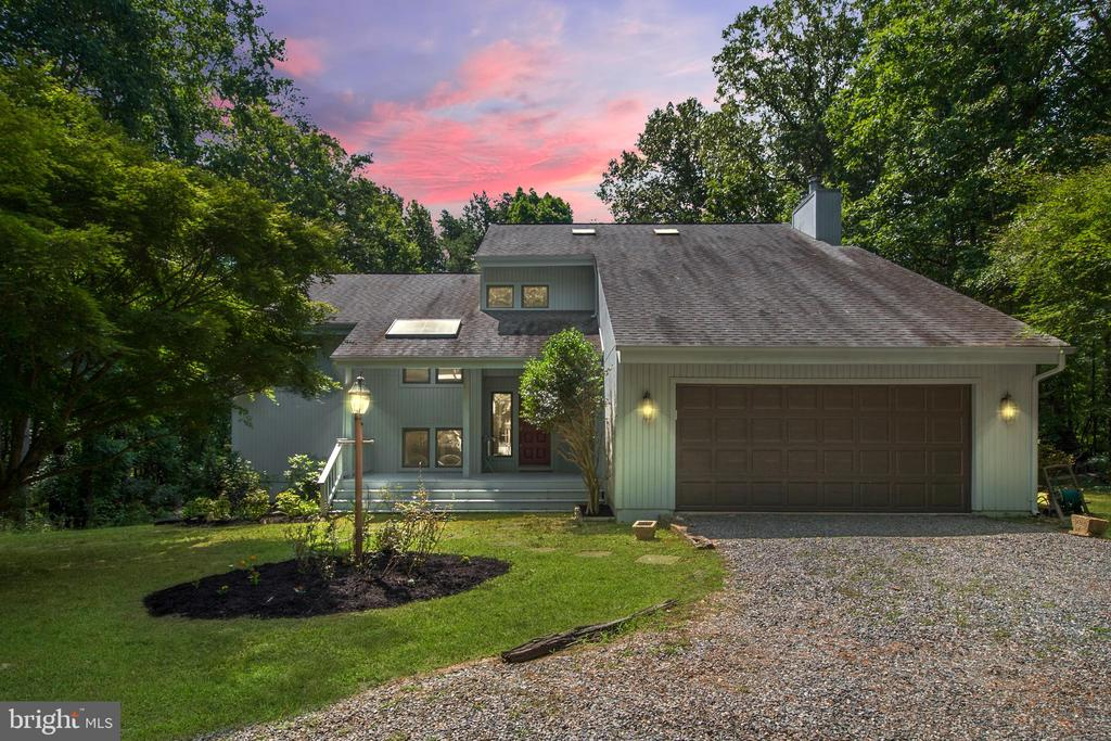Beautiful Private waterfront home! - 10902 LAKEN WOODS DR, BUMPASS