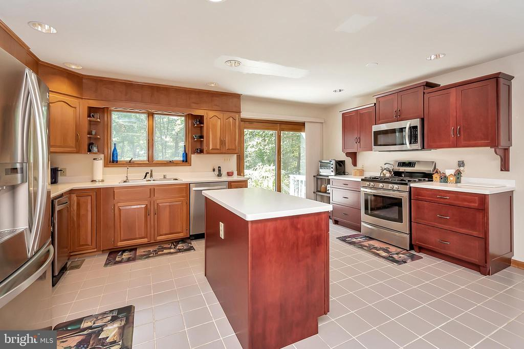 Beautifully updated kitchen - 10902 LAKEN WOODS DR, BUMPASS