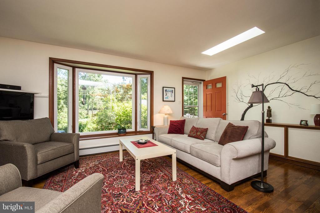 Living Room - 20438 WHITE OAK DR, STERLING