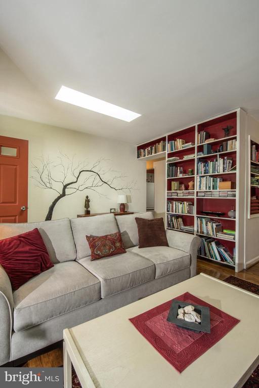 Interior  Living Room - 20438 WHITE OAK DR, STERLING